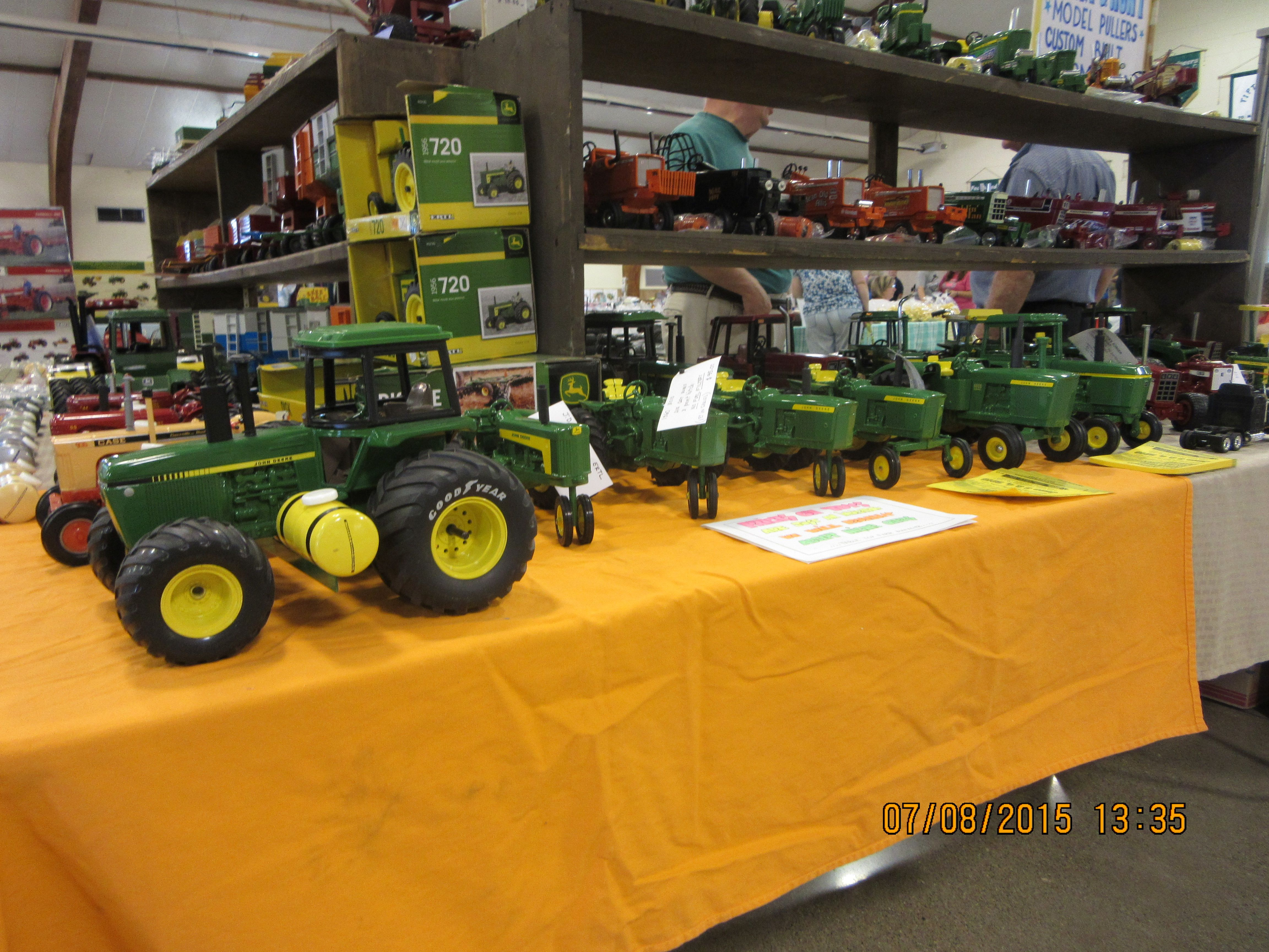 Toy Tractors For Sale >> Many 1 16th John Deere Toy Tractors For Sale Farm Construction