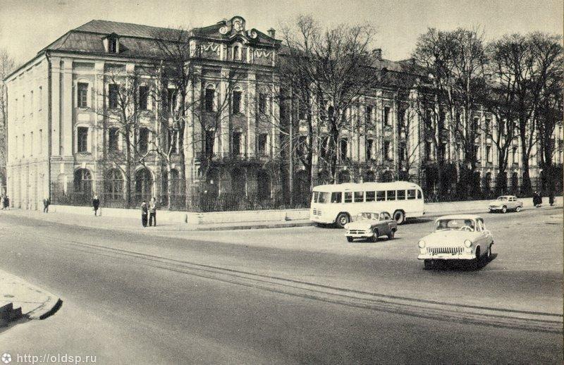 Фотография - ЛГУ, здание Двенадцати коллегий - Фотографии старого Петербурга