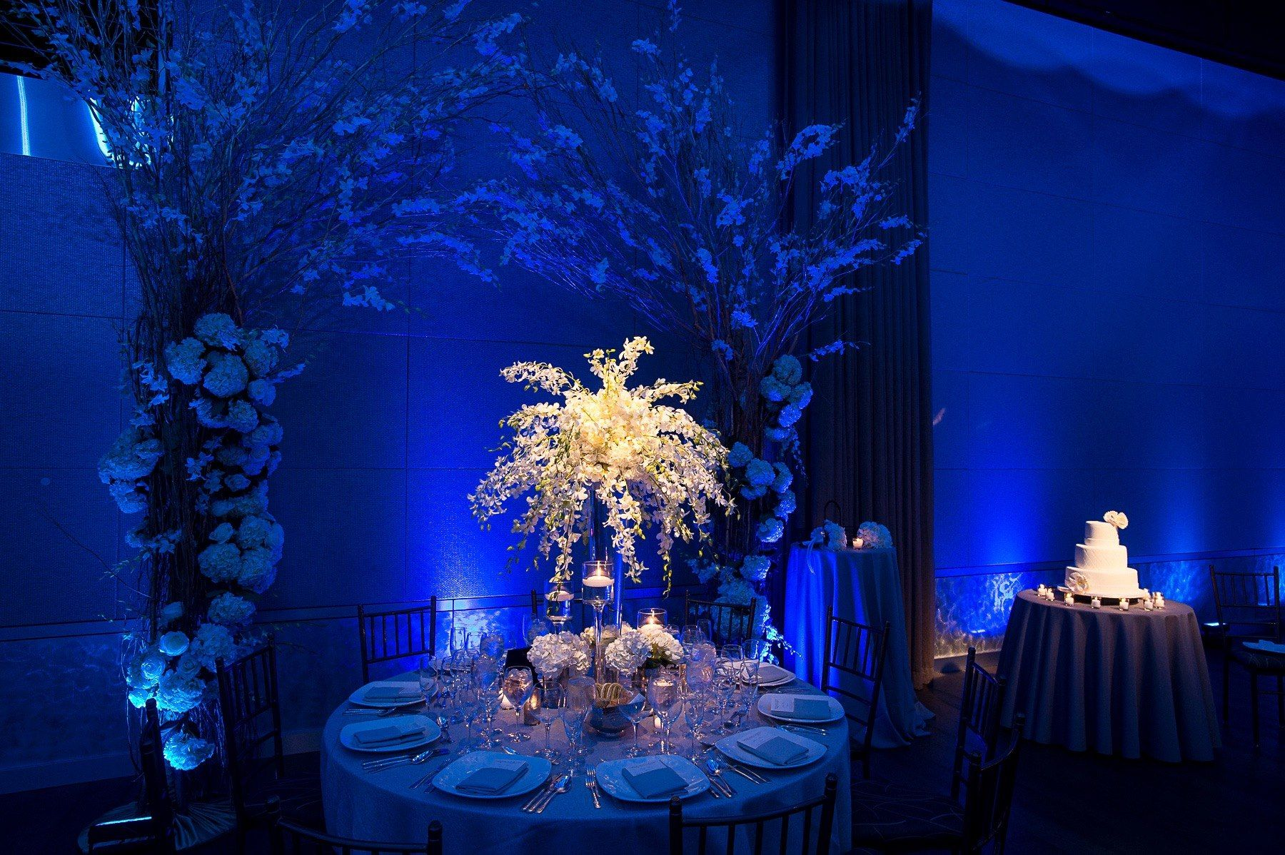 White Flower Centerpiece Table Setting - Wedding - Current, Pier 59 NYC