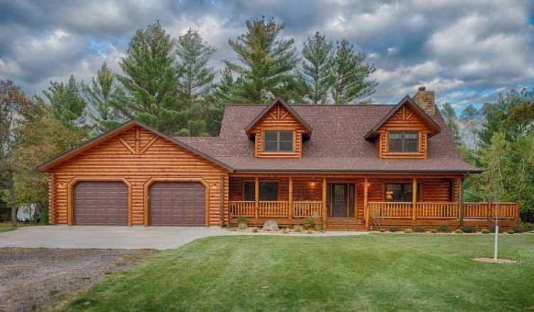 The Lofted Log Home Model Features An Attached Garage - DIY #logcabinhomes