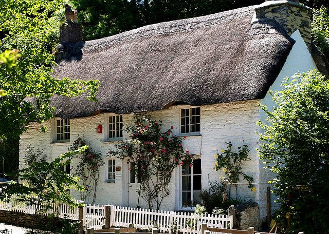 A Cornish Cottage in Helford, via Flickr.