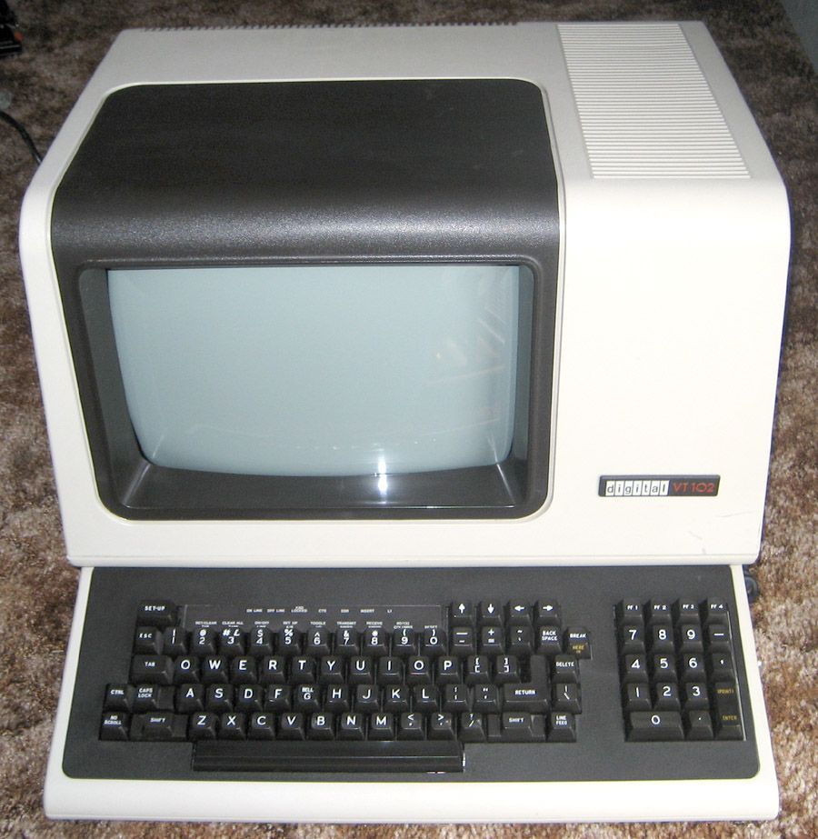 DEC VT100 terminal   C5 - comp  <80 in 2019   Old computers