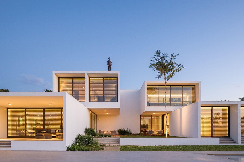 Galeria De Casa Das Pracas Bloco Arquitetos 21 In 2020 Morden House Architecture House House Design