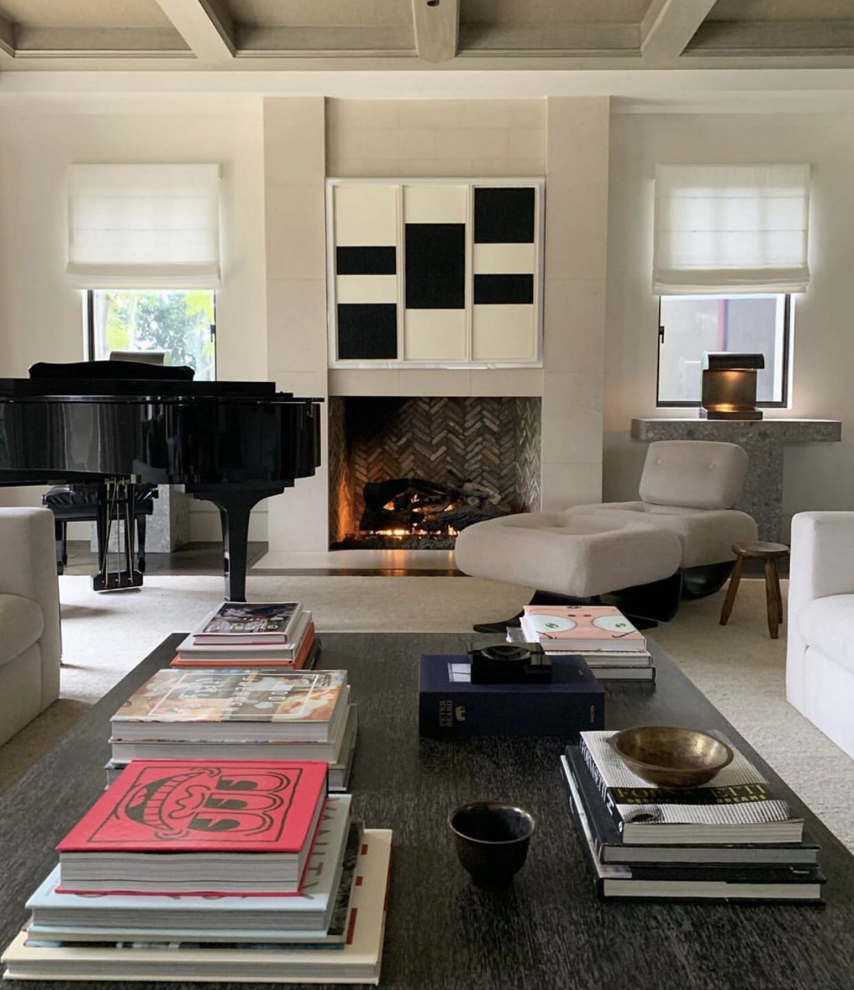 Pin By Browwitch On Apart Coffee Table Books Decor Modern Bedroom Decor Home [ 1439 x 1242 Pixel ]