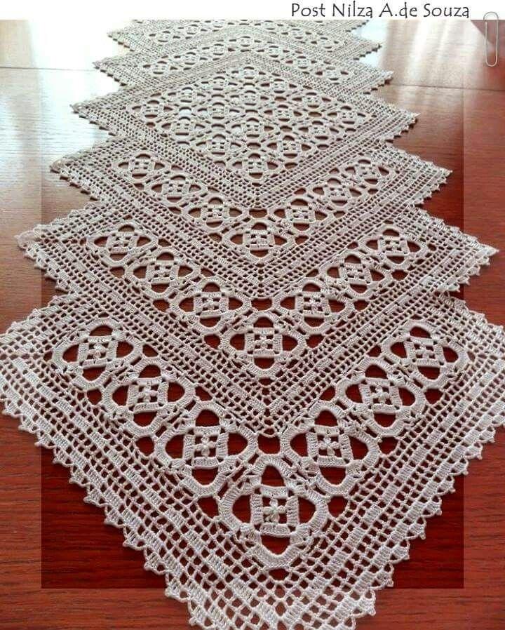 Camino de mesa comenzado por el centro haciendo un cuadro for Camino de mesa a crochet