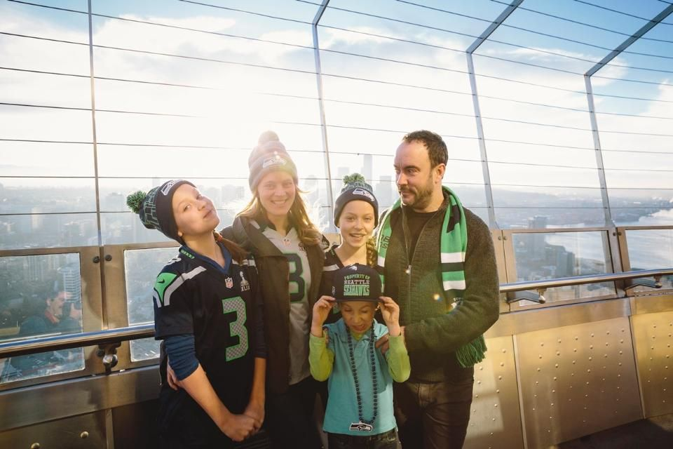 My wife ashley Dave Wife Ashley And Their Three Kids After Raising The 12th Man Flag In Honor Of The Seattle Seahawks Headed To Their Dave Matthews Dave Matthews Band Dave