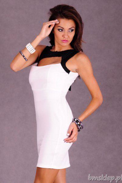 Prosta sukienka bez rękawów. Modne wycięcie z przodu. Sztywne miseczki. Wiązana na szyi.... #Sukienki - http://bmsklep.pl/sukienki