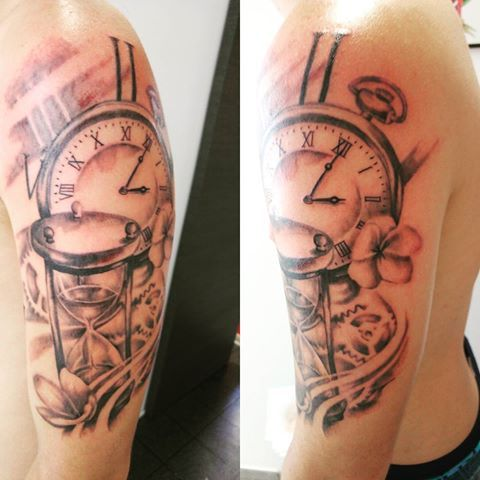 Tatouage Blackandgrey Tattoos Realism Hourglass Sablier Un