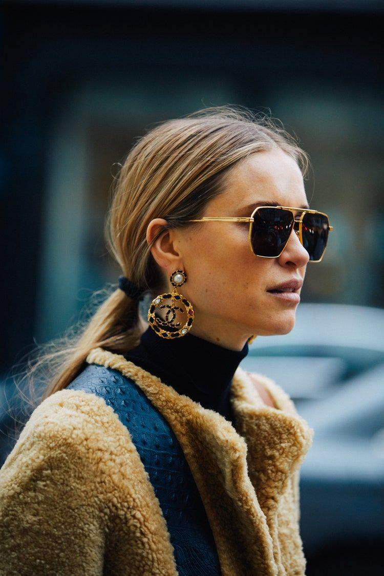Street Style: The most beautiful jewelry spotted during Fashion Week Fall/Winter 2020-2021 in 2020 | Street style jewelry, Fashion, Fashion week