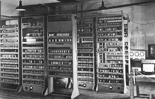 Edsac Was The First Practical Stored Program Computer Created In 1949 It Was Presented In Cambridge University A Li Computer History Computer Computer Server