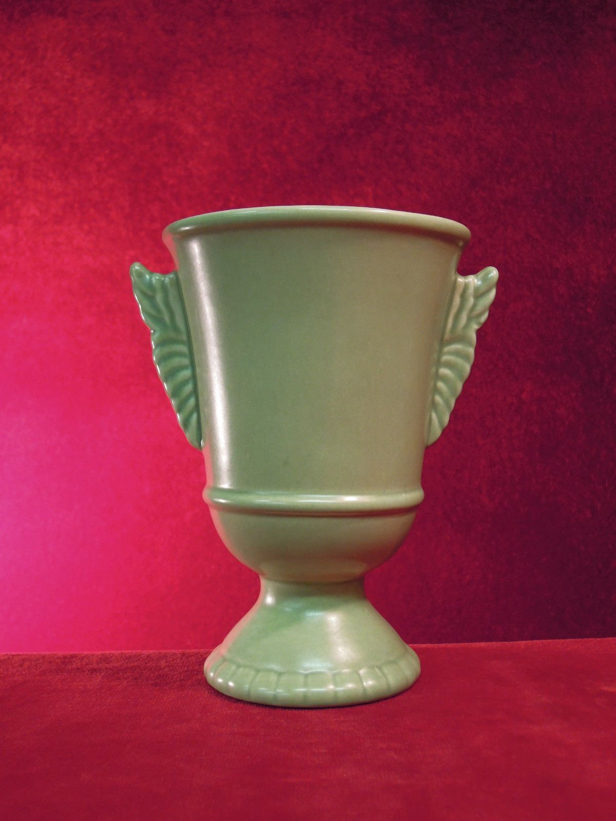 Red wing pottery vase 1090 green art deco style red wing pottery red wing pottery vase 1090 green art deco style reviewsmspy