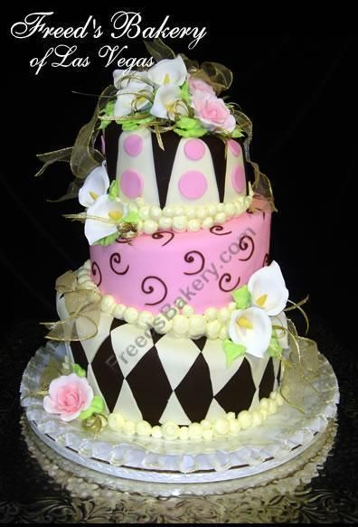 I am proud to say that this bakery created my wedding cake. Isn't this design amazing?!