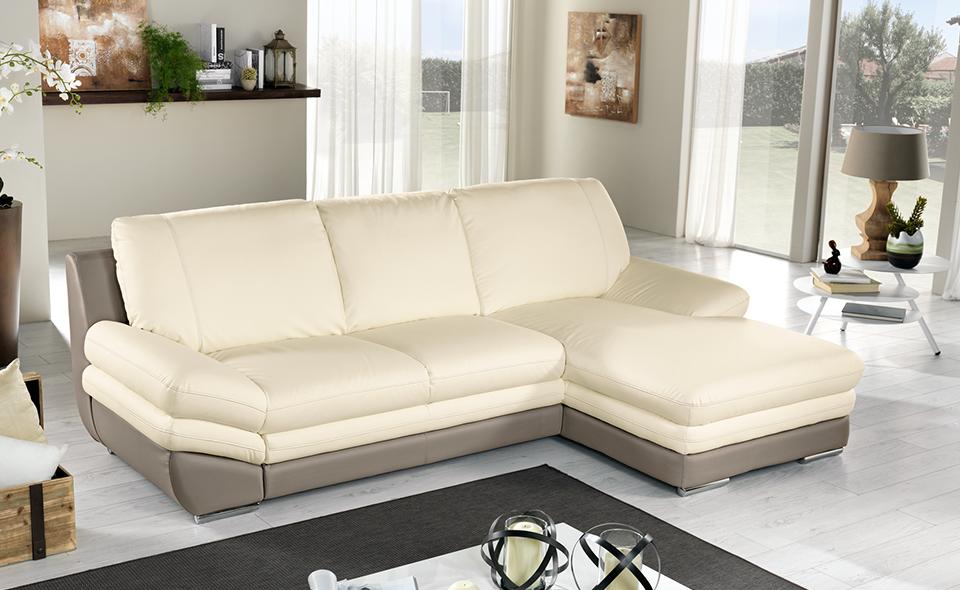 Rilassatevi sul vostro divano letto Nardo in similpelle