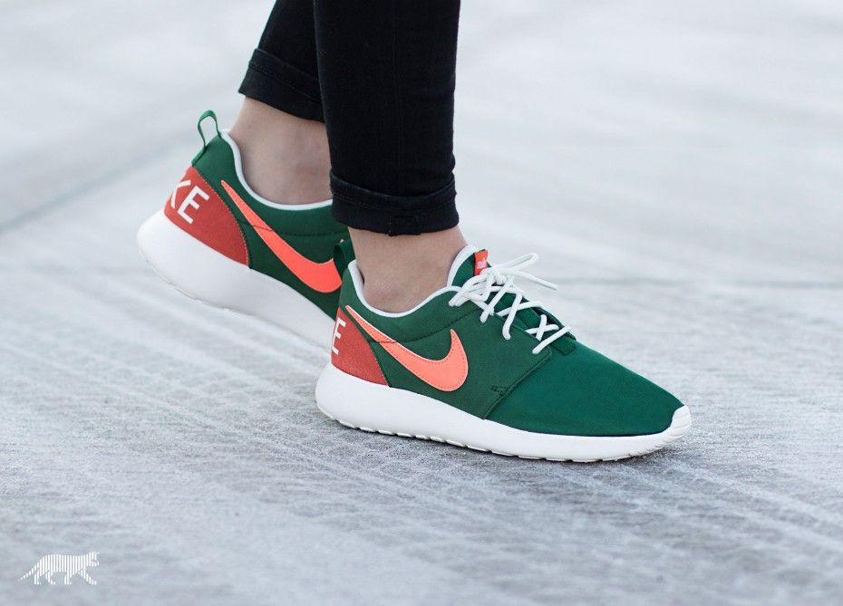 Nike Wmns Roshe One Retro (Gorge Green / Bright Mango - Sail - Black)