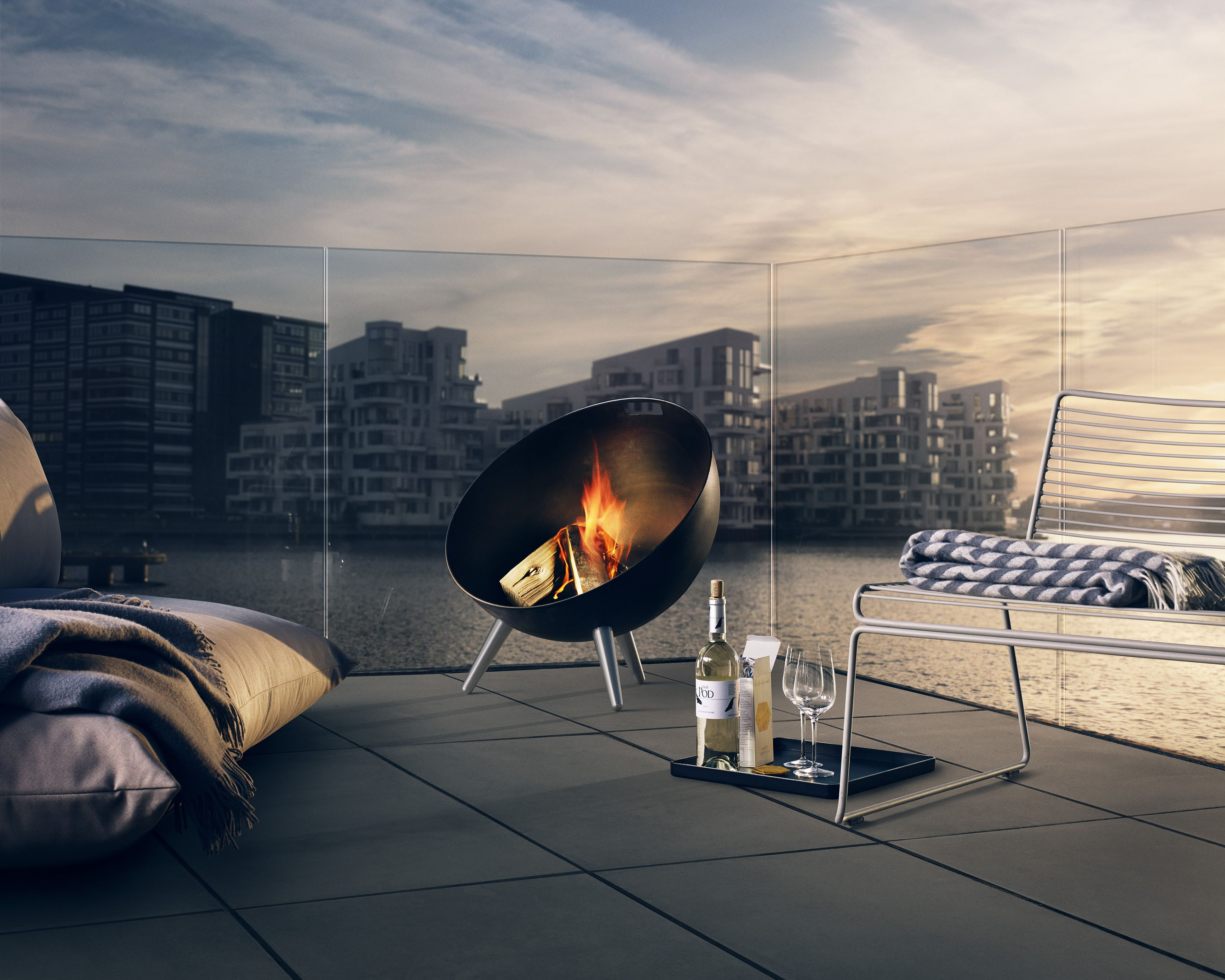 The sun is edging it's way out and in the Panik offices, we are day dreaming of (hopefully) soon to come balmy summer's evenings. The beautiful Fireglobe Fireplace by @evasolopins will create a great atmosphere in the garden and provide warmth, allowing you to stay outdoors longer and later. Due to arrive into stock soon but can be pre ordered now.