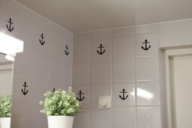Make A Removable Pattern For A Boring Bathroom Tile Wall With Just A Dry Erase Pen And A Stencil Perfect For Renter Bathroom Wall Tile Tile Bathroom Tile Art