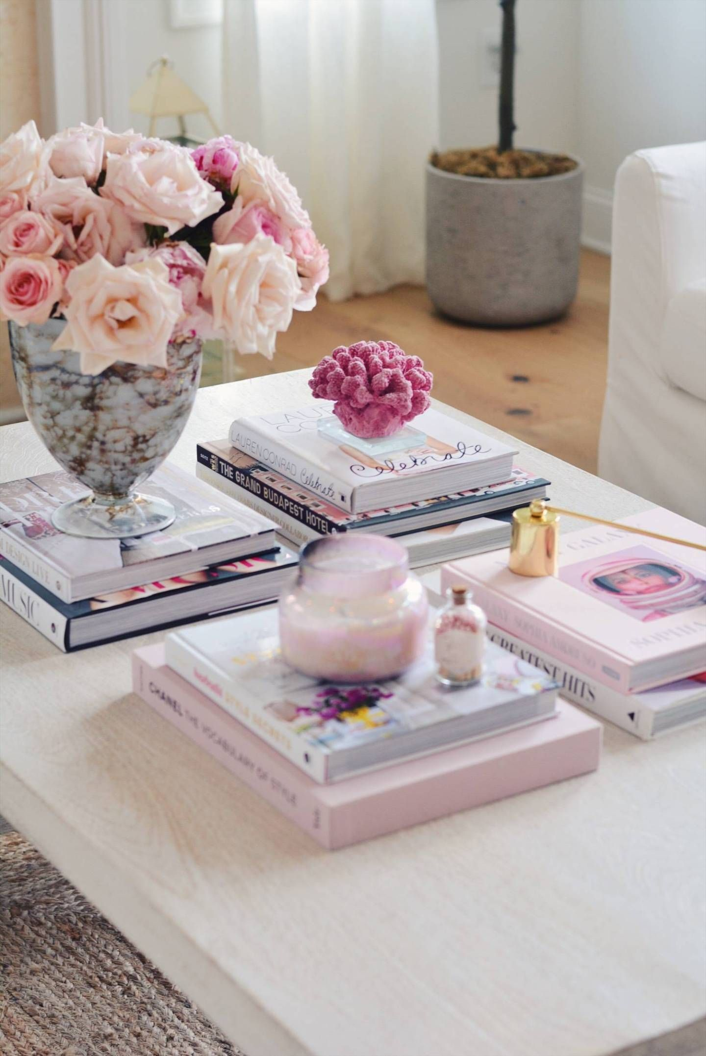Coffee Table Books Round Up The Pink Dream In 2020 Coffee Table Books Decor Decorating Coffee Tables Coffee Table Books