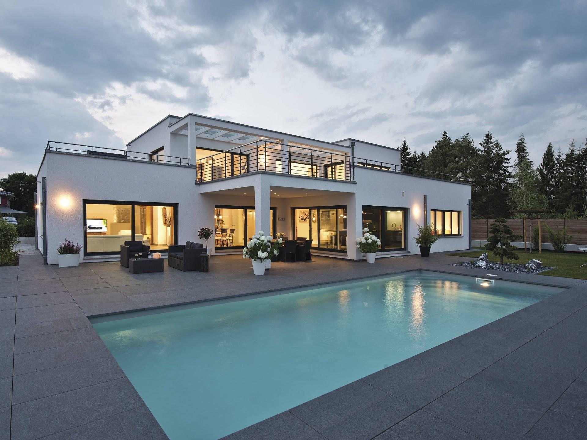 Luxusvilla im Bauhaus-Stil • Luxushaus von WeberHaus • Modernes ...