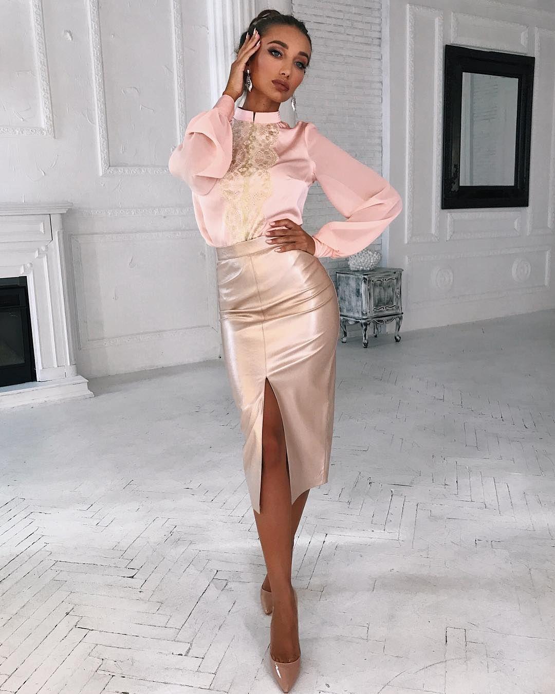 Нежный образ ❓🕊🌸 Ооочень 🙏🏻 На Анюте невесомая и прелестная блуза цвета  нежный 39dd99e4034