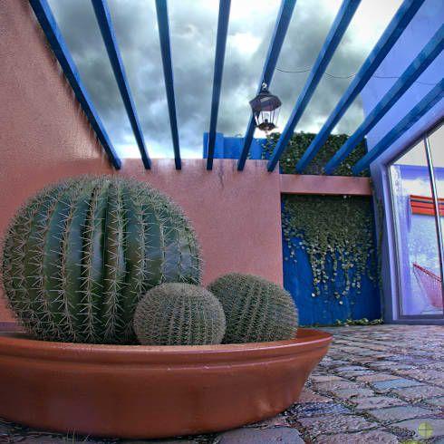 Jardines y patios 10 ideas con adoquines sensacionales for Muebles estilo mexicano contemporaneo