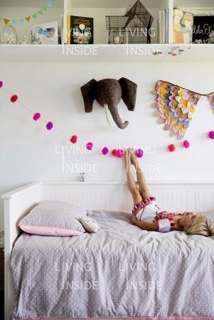 ikea hemnes tagesbett i kinderzimmer i stauraum ber dem. Black Bedroom Furniture Sets. Home Design Ideas