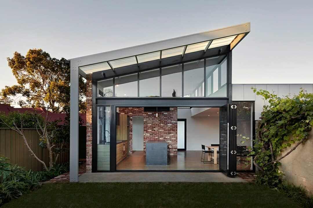ʙᴏᴡᴇʀʙɪʀᴅ ɪᴏ On Instagram A Harmonious Fusion Of Modern And Heritage Aesthetics The Amazing Residential Building Design Architecture Design Architecture