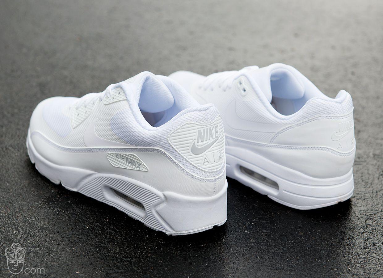 Shoes1   White nike shoes, Black nike shoes, Nike shoes maroon