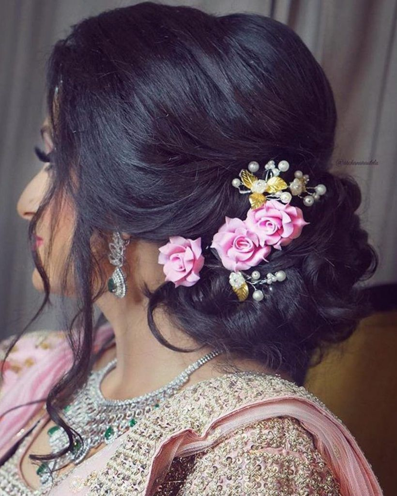 Top Trend Floral Hairstyles For Brides This Wedding Season Engagement Hairstyles Indian Wedding Hairstyles Bridal Hairstyle Indian Wedding