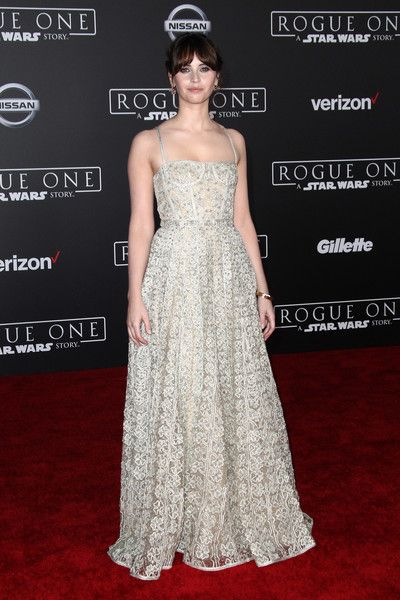 """Felicity Jones attends The World Premiere of Lucasfilm's """"Rogue One: A Star Wars Story, In Hollywood, California, on December 10, 2016. / AFP / TOMMASO BODDI"""