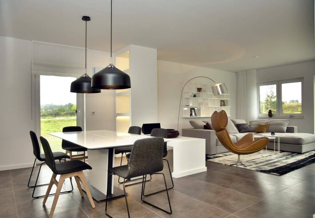 Gro z giges wohnzimmer mit sofa drehsessel b cherregal teppich gardinen esstisch lampe schwarz - Lichtplanung schlafzimmer ...