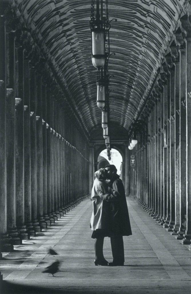 """""""Baci nella Piazza San Marco, Venezia"""", fotografia de 1959 de Gianni Berengo Gardin. Veja também: http://semioticas1.blogspot.com.br/2011/09/mahler-em-veneza.html"""
