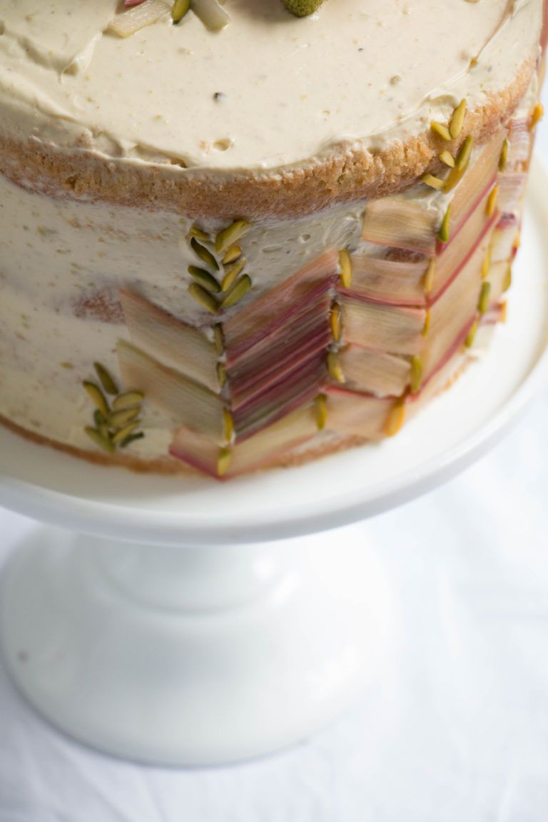 rhubarb strawberry and pistachio cake