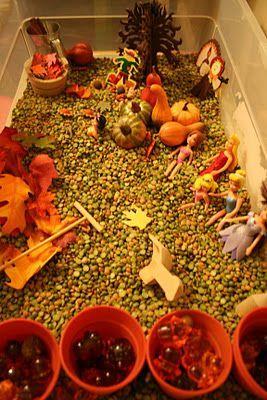 Thema herfst: Autumn sensory play