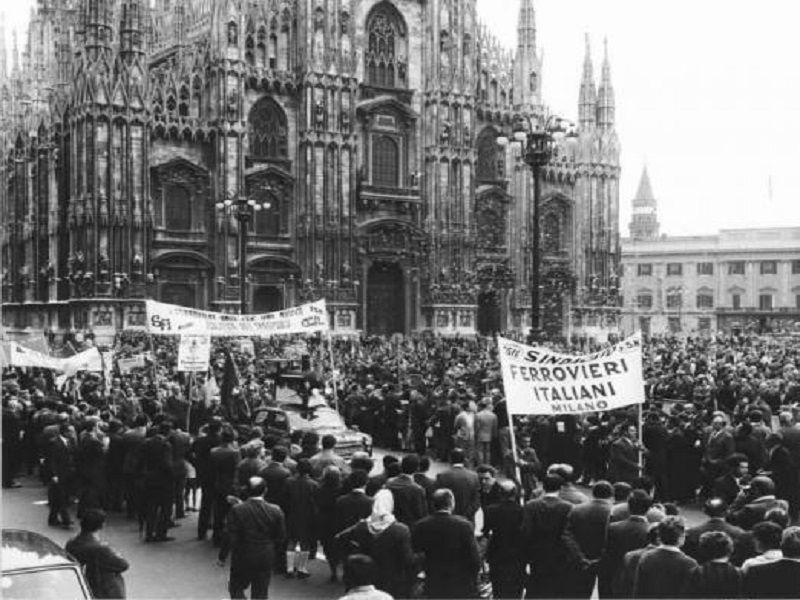 Vecchia Milano Manifestazione del 1 maggio in Piazza