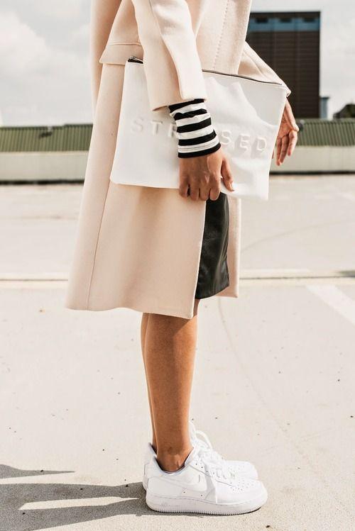 91568b17853 Witte schoenen en sneakers schoonmaken en onderhouden - tips | WIT / WHITE  | Fashion, Style e Style inspiration