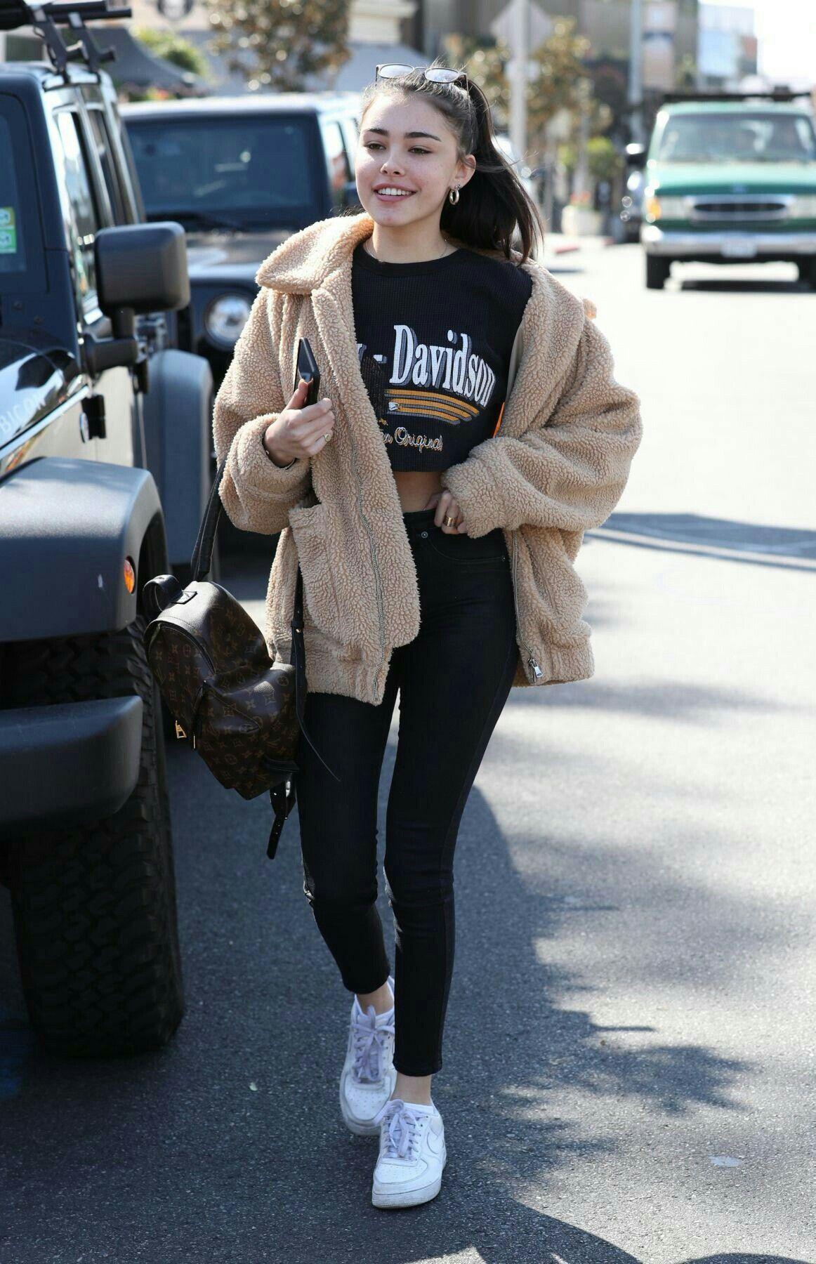 Winter: Oversized jacket, t shirt, leggings, sneakers, hoop