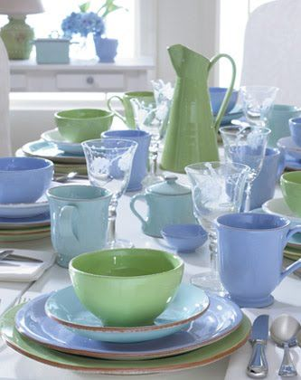 Perfect Dinnerware For Cottage Living This Is So Me But Would Probably Throw In A Pale Yellow With Green Table Settings Cottage Decor Beautiful Table