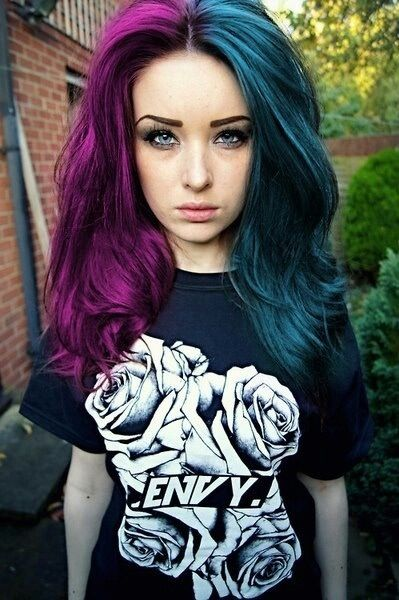 Pin By Fantasmagoria Eu On Split Dyed Hair Hair Styles Teal Hair