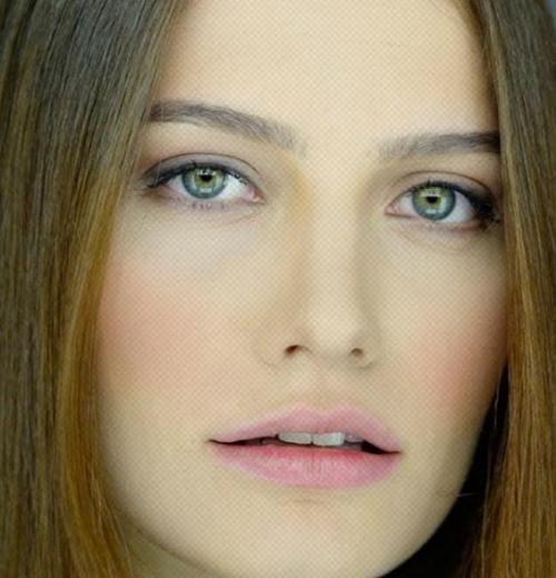 Yesil Gozlu Turk Unluler Google Da Ara Turkish Beauty Beautiful Celebrities Turkish Actors