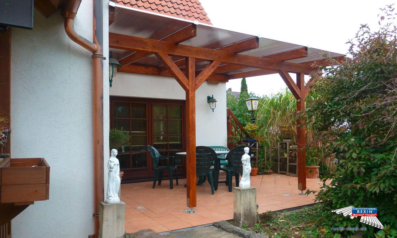 Ein Holz Terrassendach Der Marke Rexocomplete 4m X 3 5m Mit Stegplatten In Bronze Als Farbe Fur Die Holzschutzcreme Wurde Outdoor Structures Pergola Outdoor