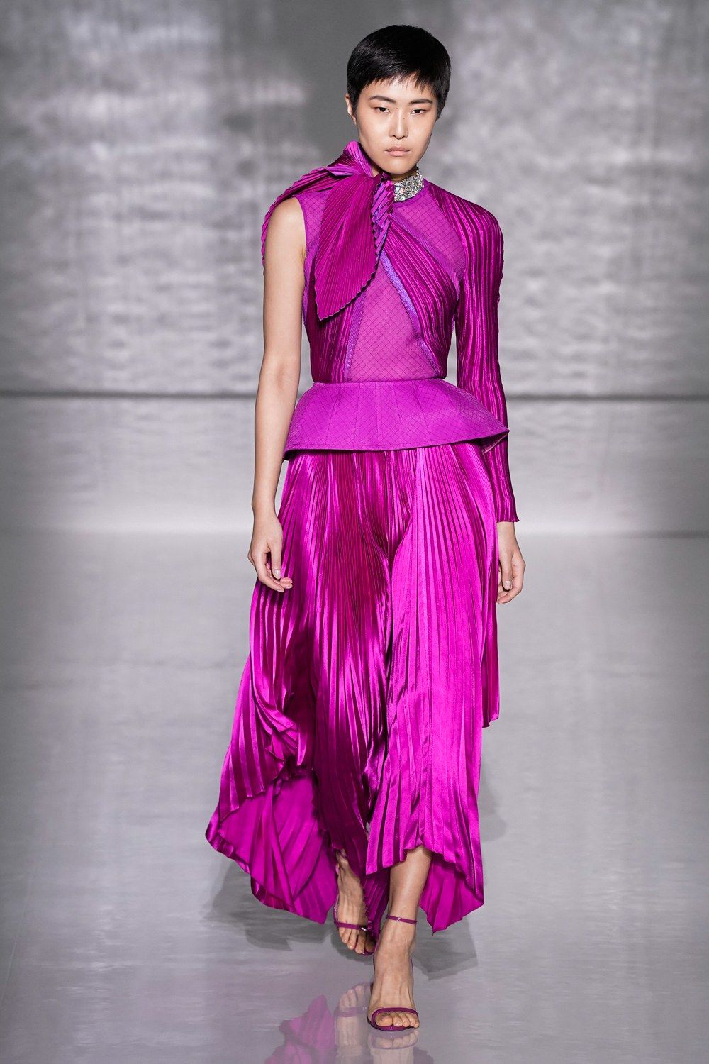 Givenchy Spring 20 Couture Fashion Show   Vogue, Couture, Stil ...