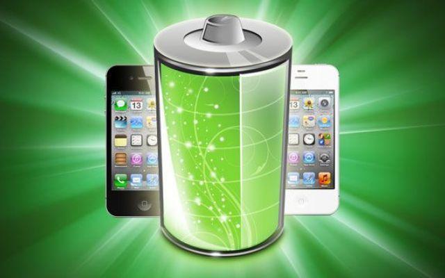 Come calibrare batteria iPhone Il tuo iPhone si comporta in modo strano con continui sbalzi nelle percentuali di indicatore della batteria? Passi repentinamente dal 100% allo 0%? Forse è giunto il momento di applicare la calibrazi #calibrarebatteria #iphone #ios