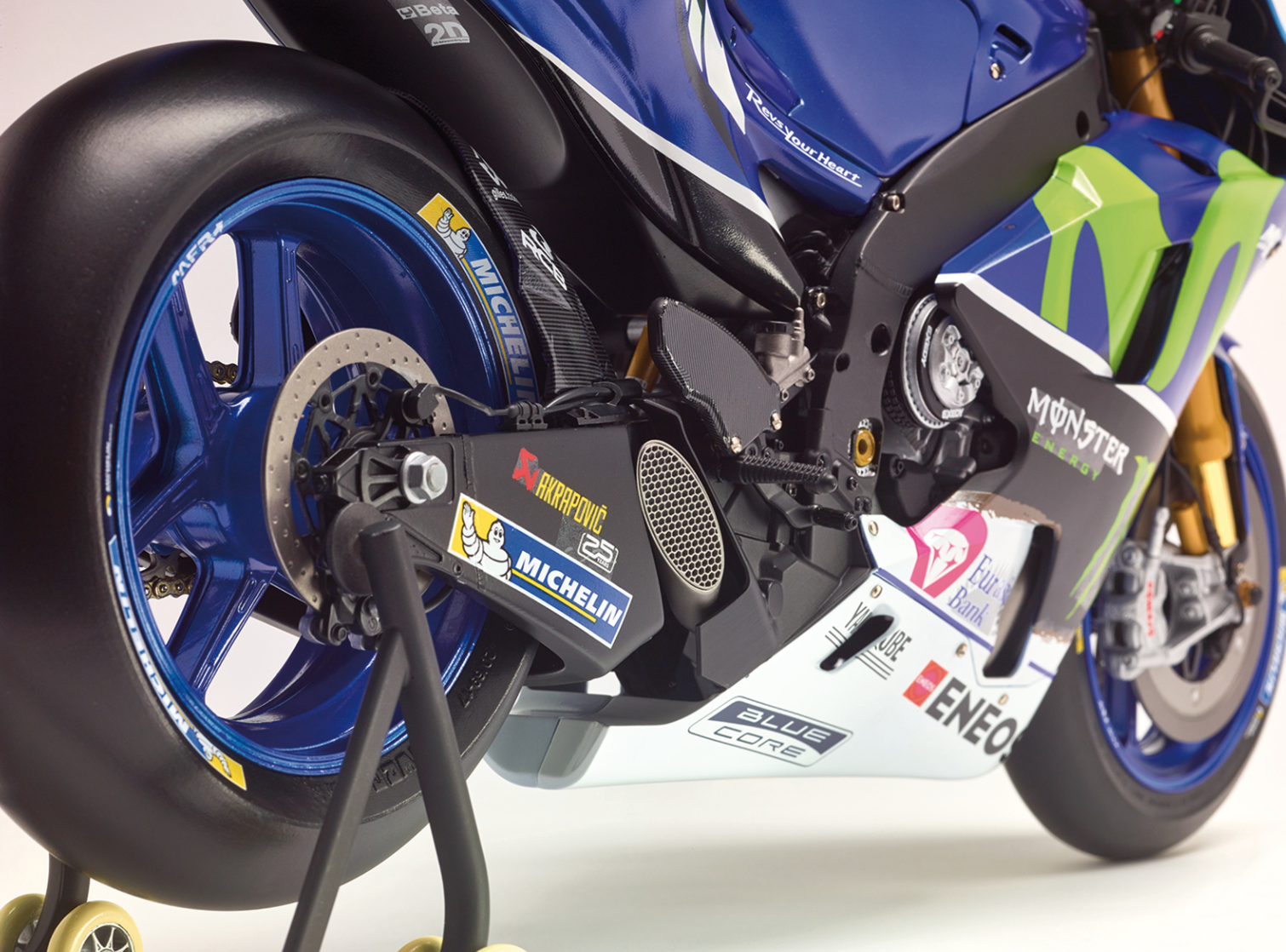 9549249526e Build your own Yamaha YZR-M1! The bike of the great Italian champion ...