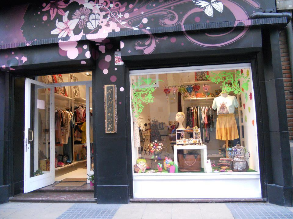 Fachada tienda con pintura como tribal rosa fachadas for Decoracion de boutique