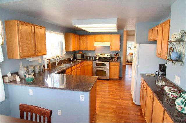 Painting Kitchen Cabinets Suddenly Inspired House Design Kitchen Kitchen Cabinets Blue Kitchen Walls