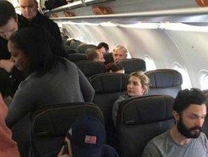 Expulsan a pareja gay de un vuelo por insultar a hija de Donald Trump
