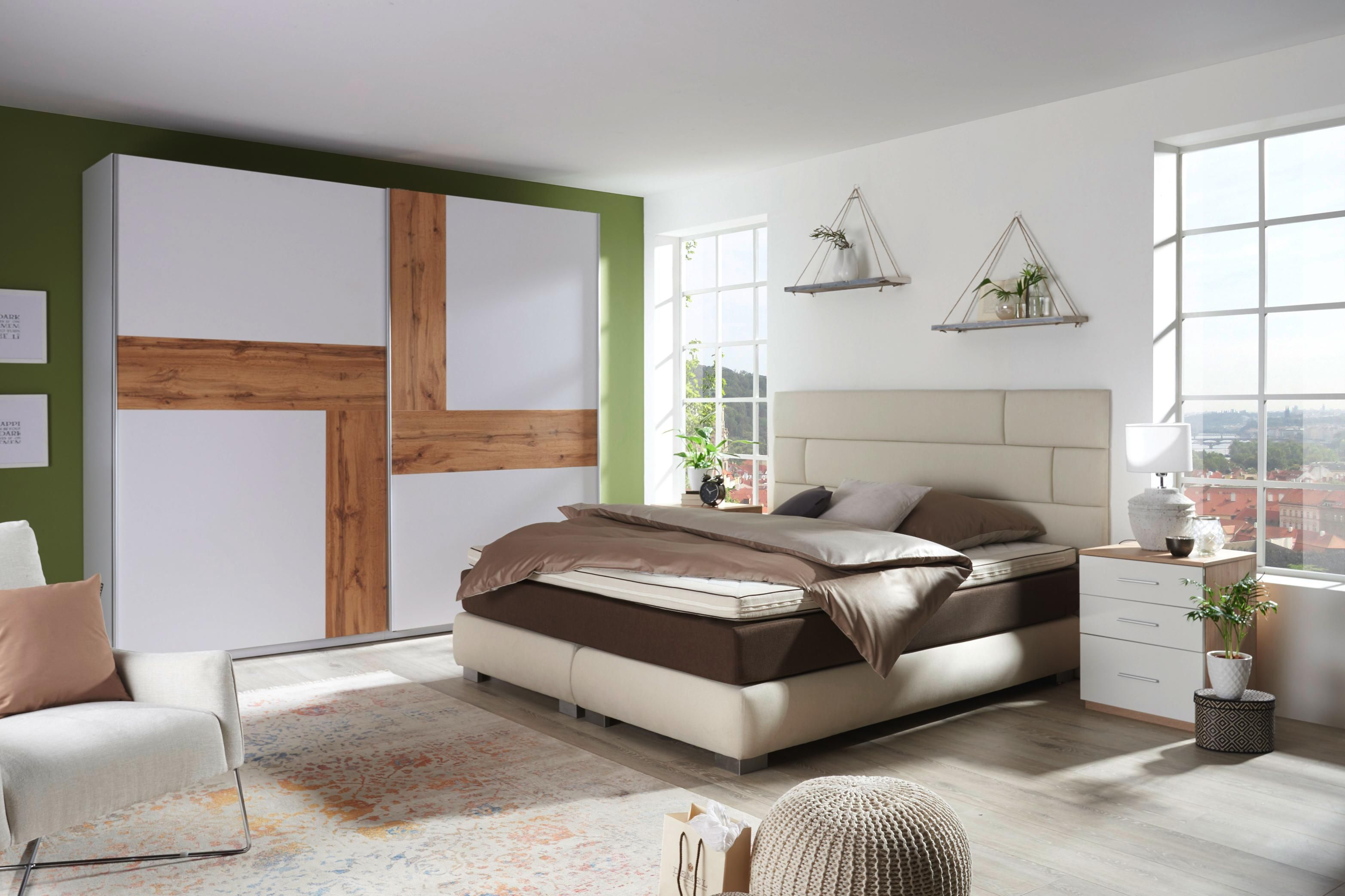 komfortables boxspringbett mit au ergew hnlichem kopfteil schlafzimmer pinterest. Black Bedroom Furniture Sets. Home Design Ideas