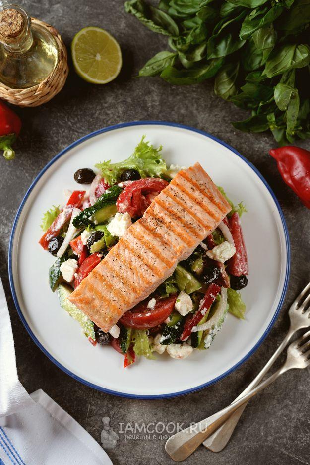 Греческий салат с семгой — рецепт с фото   Рецепт в 2020 г ...