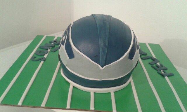 Details American Futbol cake / detalle casco