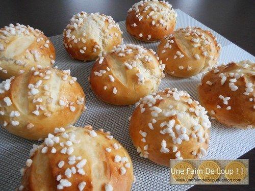 Pains au lait ronds et moelleux http://unefaimdeloup.eklablog.com/pains-au-lait-ronds-et-moelleux-a113296080